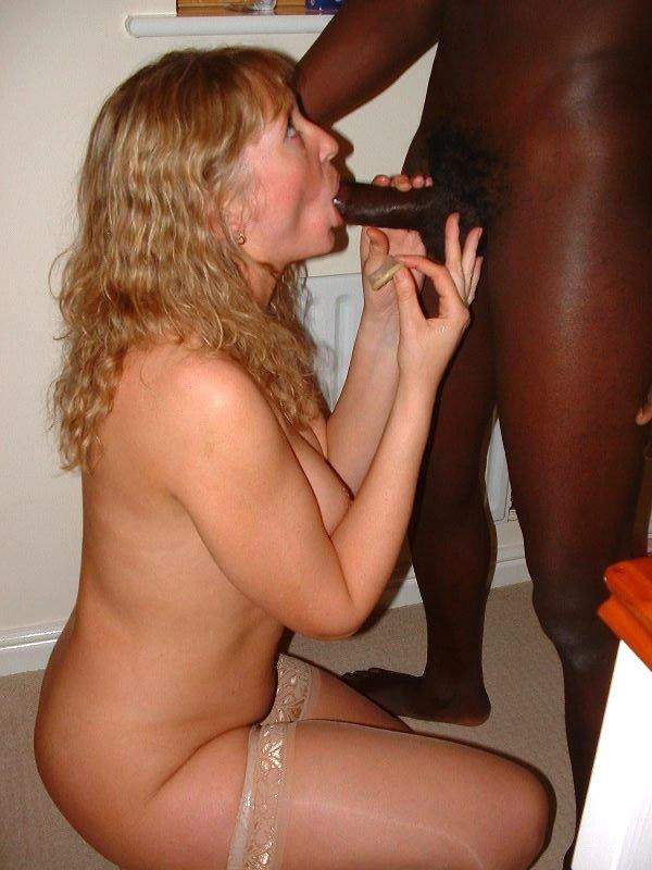 Красавицу в жопу трахает негр видео порно сматрет жоски
