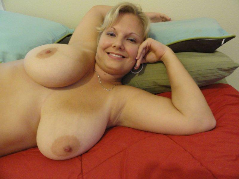 люблю голые зрелые женщины и сиськи прошла комнату
